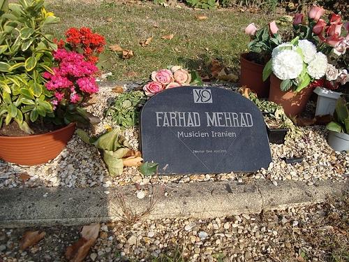 قبر فرهاد مهراد در قبرستان تیه فرانسه