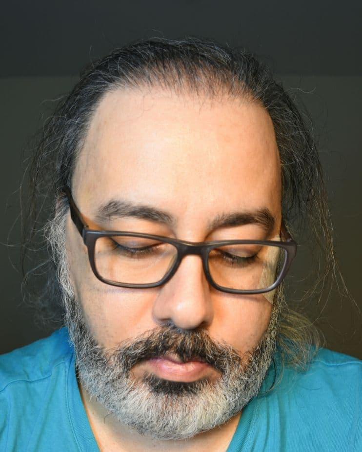 آراسپ کاظمیان در حال پاکسازی و تطهیر